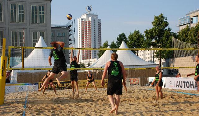 Beachvolleyball für Jedermann vom 06. bis 11. Juli auf dem Leipziger Augustusplatz mitten in der City! - Foto: Dreieck Marketing