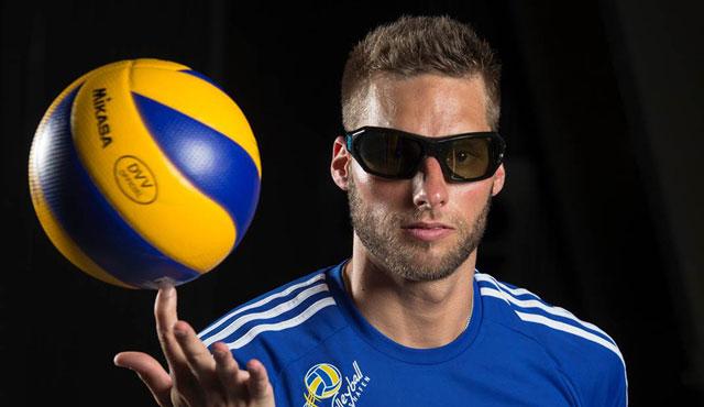 Die Sinne geschärft: Simon Tischer trainiert mit der Strobobrille <br>Foto: Nicole Maskus-Trippel