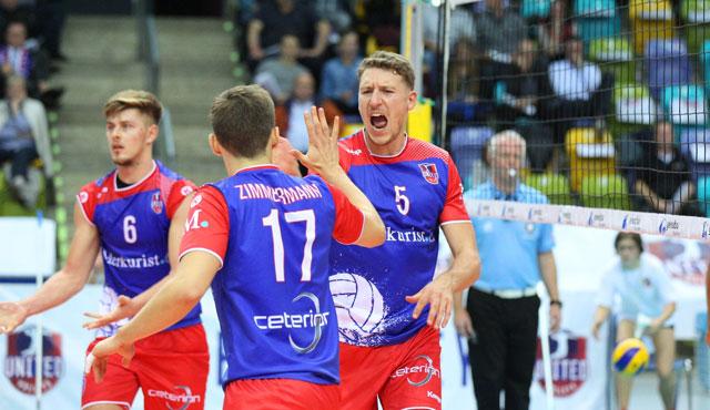 Zum 3:1-Sieg seiner United Volleys steuerte auch Lukas Bauer (Mitte) sechs Punkte bei<br>Foto: Gregor Biskup