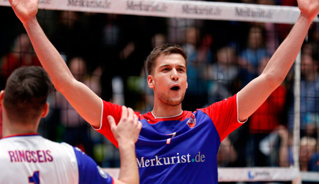 "Mit ""Goldjunge"" Tulley zum 16. Saisonsieg - Foto: United Volleys/Gregor Biskup"