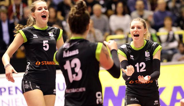"""Ladies in Black Aachen im ersten Spiel des """"Doppelpack-Wochenende""""  3:0 gegen VCO Berlin - Foto: Ladies in Black"""