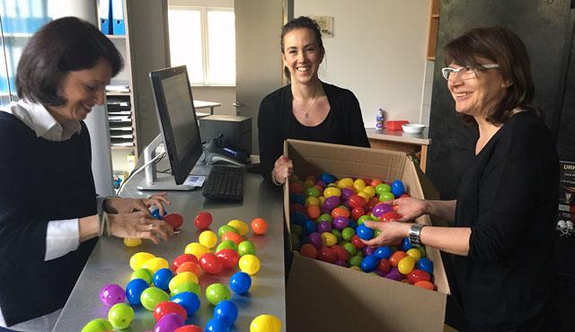 Volleyballer machen Ostergeschenke - Foto: Gesa Katz