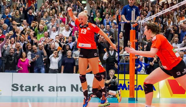 Daumen hoch für NawaRo Straubing in der 2. Volleyball Bundesliga - Foto: Schindler