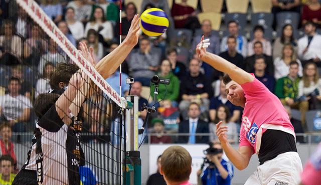 Duell der Giganten geht in zweite Runde - Foto: Günter Kram
