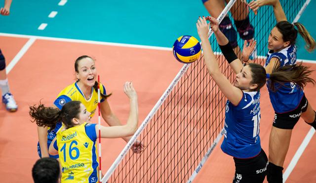 Denise Hanke und Marie Schölzel (beide in gelb) wollen sich bei der Europameisterschaft durchsetzen<br>Foto: Nils Wüchner, nils-wuechner.de