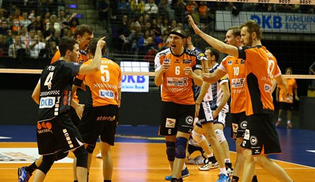 Erfolgreicher Auftakt im Volleyballtempel - Foto: Eckhard Herfet