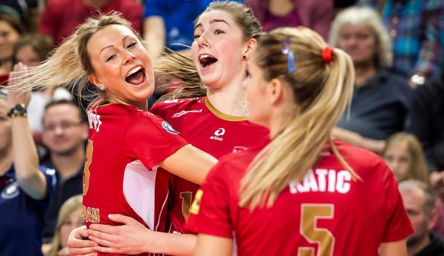 Freude bei Saskia Hippe, Wiebke Silge und  Mariana Katic über das Erreichen der Playoffs<br>Foto: Nicol Marschall