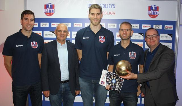 Henning Wegter (UV), Georg Kessler (World Vision), Christian Dünnes (UV), Michael Warm (UV) und Frank Bleydorn (VBL)<br>Foto: VBL
