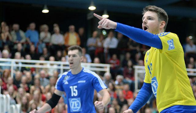Markus Steuerwald zeigt es an: ab geht´s in Viertelfinale des DVV-Pokal <br>Foto: Gesa Katz