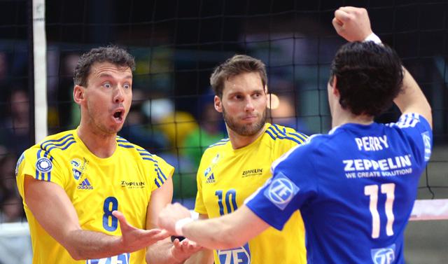 MVP des Spiels, und sichtlich erleichtert über den Sieg: Außen-Annahmespieler Björn Andrae<br>Foto: Gesa Katz
