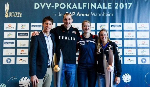 Vorfreude bei den Finalteilnehmern 2017: Tomas Kocian (VfB Friedrichshafen), Felix Fischer (BR Volleys), Deborah van Daelen (Allianz MTV Stuttgart) und Lenka Dürr (Schweriner SC), <br>Foto: Nils Wüchner, www.nils-wuechner.de