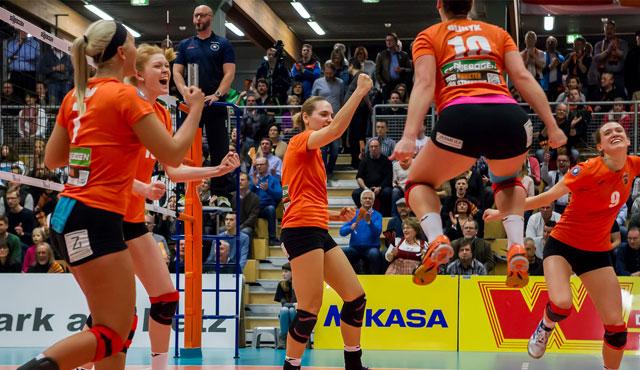 Straubings Volleyballerinnen schlagen Vorjahresmeister mit 3:1 - Foto: Schindler