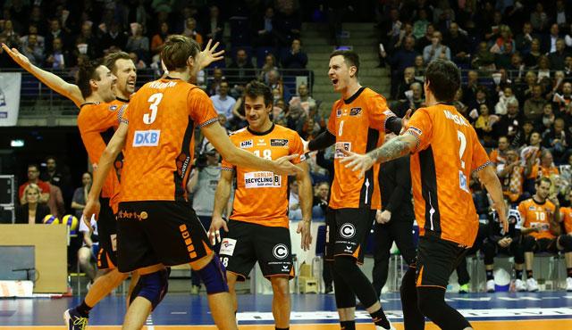 Berlin Volleys bezwingen Friedrichshafen 3:2