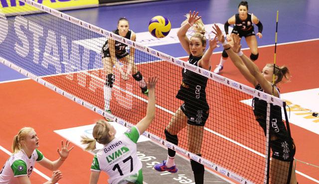 1:3 gegen Münster: Ladies in Black verteilen Adventsgeschenke - Foto: Ladies in Black Aachen