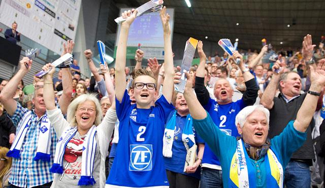 VfB-Familie feiert den Saisonauftakt - Foto: Günter Kram