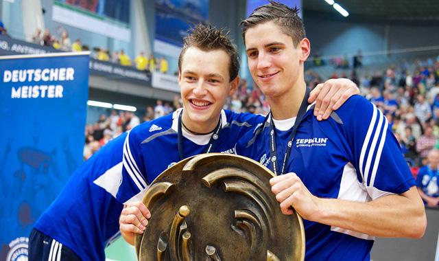 Zwei Jungs gehen ihren Weg - Foto: Günter Kram