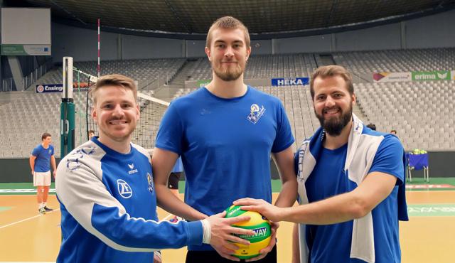 Die ehemaligen Volley YoungStars Markus Steuerwald, Jakob Günthör und Thilo Späth-Westerholt sind in Mannheim gemeinsam DVV-Pokalsieger 2019 geworden.<br>Foto: Gunthild Schulte-Hoppe
