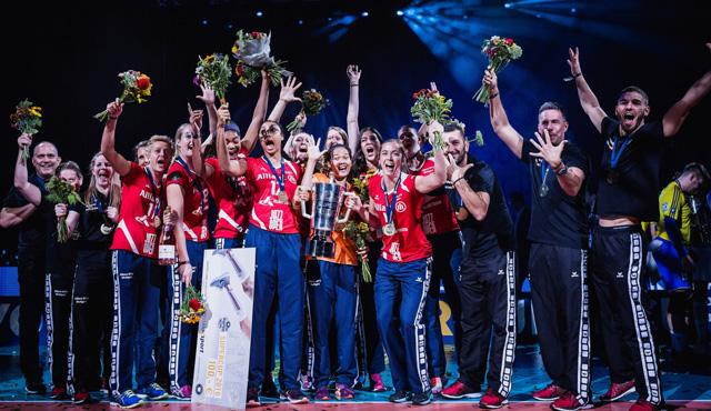 Die Teams beim Supercup: Das ist der Allianz MTV Stuttgart! - Foto: Sebastian Wells, sebastianwells.de