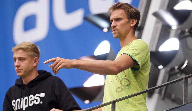 Bisher waren Mimmenhausens Spielertrainer Christian Pampel (rechts) und Bogdan Birkenberg nur zur Gegnerbeobachtung in der ZF Arena. Am Sonntag sind auf dem Feld gegen die Volley YoungStars aktiv. <br>Foto: Günter Kram