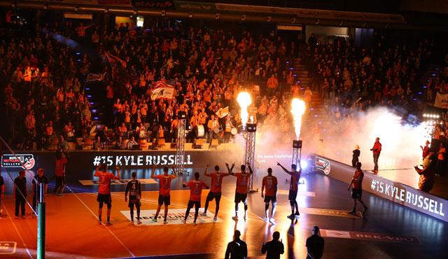 Das erste TV-Spiel im Volleyballtempel - Foto: Eckhard Herfet