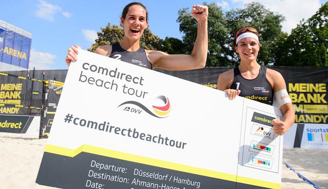 Kira Walkenhorst und Anna-Lena Grüne haben ihr DM-Ticket in der Hand.<br>Foto: Conny Kurth