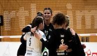 Das VCW-Team konnte das Hinspiel gegen Hamburg in Wiesbaden gewinnen. Nun steht das Auswärtsspiel auf dem Programm Foto: Detlef Gottwald