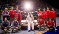 Das United Volleys-Team samt zukunftsfähigem Reisemobil Foto: United Volleys/Manfred Neumann