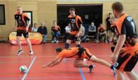 Bildunterschrift: Stefan Fröhlich, Libero der SG PKW, kommt in der Annahme einen Schritt zu spät und verpasst den Ball Foto: Verein