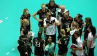 Bald wieder zusammen: Bundestrainer Felix Koslowski und die Nationalspielerinnen Foto: FiVB