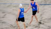 Die Olympia-Teilnehmer Markus Böckermann/Lars Flüggen schlagen in Kühlungsborn auf Foto: FiVB