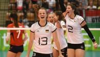 Die U18-Spielerinnen jubeln über einen deutlichen Sieg gegen Ungarn Foto: CEV