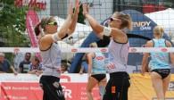 Sabrina Karnbaum (links) und Natascha Niemczyk müssen beim smart super cup in Binz über sich hinauswachsen, um in der starken Konkurrenz einen vorderen Platz zu erreichen Foto: Gerwig Löffelholz