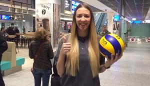 Vor dem ersten Training: Tanja Sredic bei ihrer Ankunft am Frankfurter Flughafen