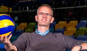"""Michael Warm beim ersten """"Probesitzen"""" in der Fraport Arena"""